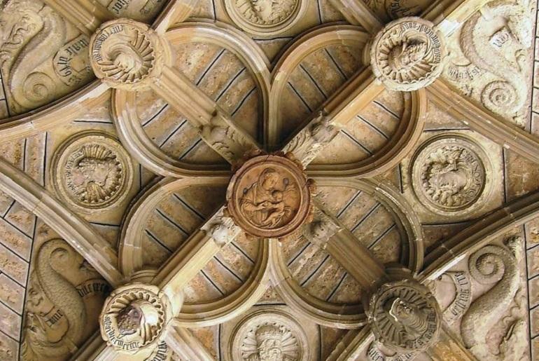 Deckengewölbe in der Kathedrale von Leon