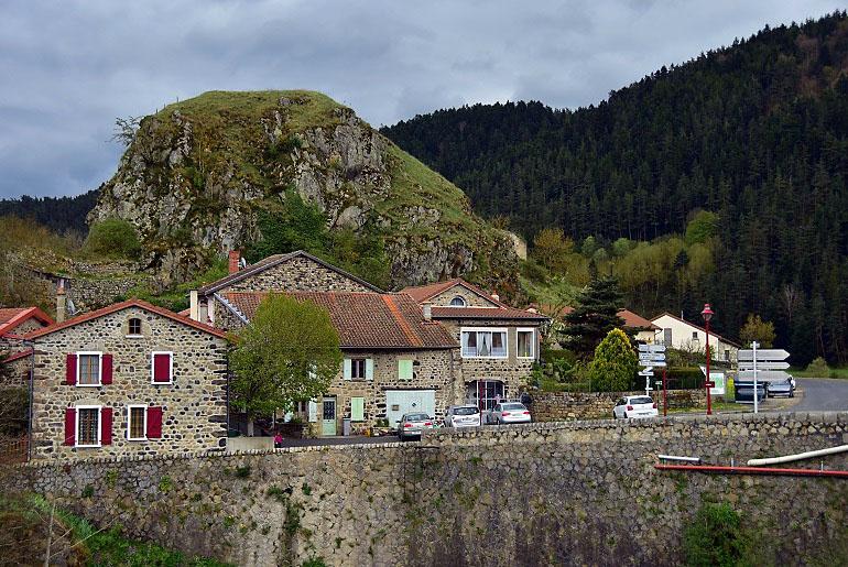 Dorf auf dem Weg nach Ussel