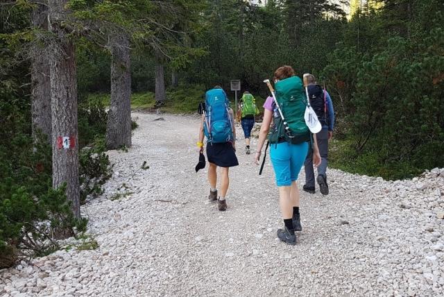 Wanderer auf dem Dolomiten-Höhenweg 1