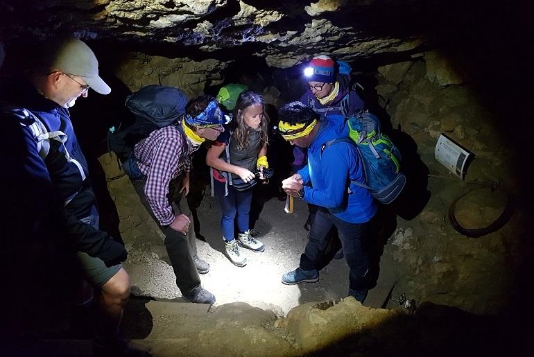 Lampencheck am Eingang des Felsentunnels