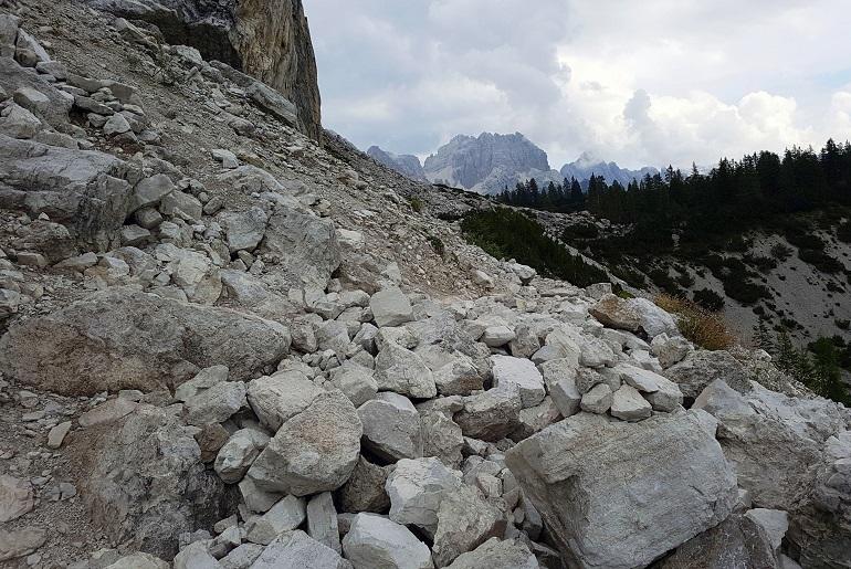 Steiniger Weg zur Hütte